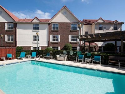 Photo for PERFECT GETAWAY, COMFY 2BR FOR 5! FREE BREAKFAST, PARKING, POOL, GYM!