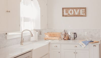 Stocked kitchen, ready for your creations!