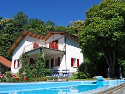 Photo for Free-standing 4-bedroom house with approx. 1 000 m² large communal garden and pool