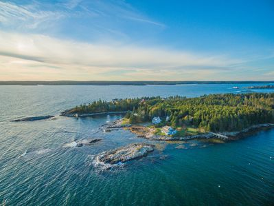 Coastline - You'll be in close proximity to all Boothbay Harbor activities.