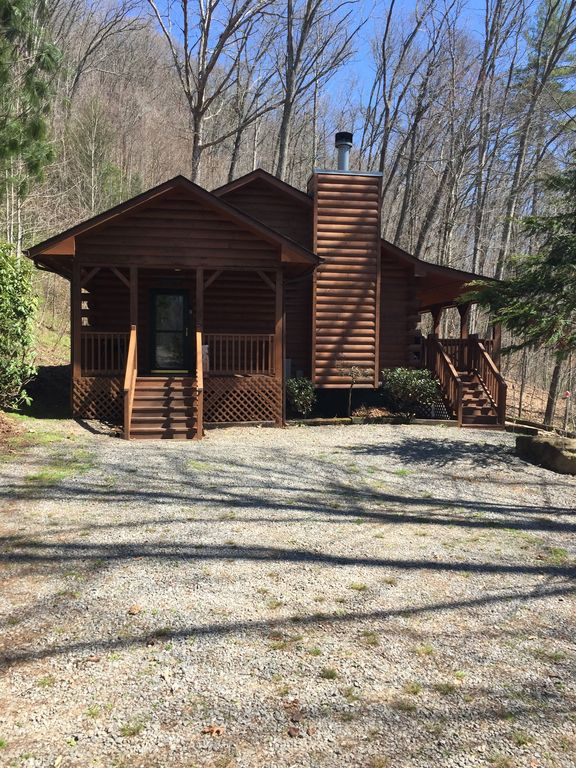 Property Image#2 Bear Pause Cabin: 2 BR / 2 BA Two Bedroom Log