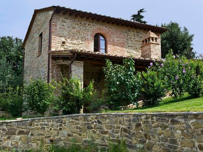 Photo for Cosy apartment in villa with pool, hot tub, internet, TV, balcony, parking, close to Perugia