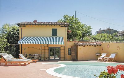 Photo for Romantic, hillside holiday home with pool in quiet location between Siena and Arezzo