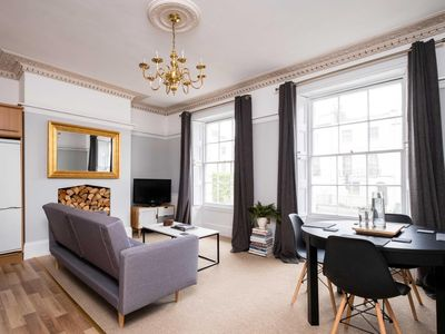 Photo for Charming 2BD Flat Cheltenham, Gloucestershire