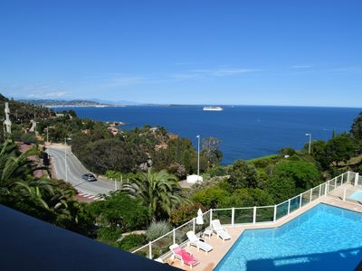 Photo for Superb view of the Bay of Cannes and the Leyrins Islands