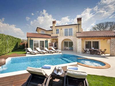 Photo for Luxury villa for up to 8 persons with pool, BBQ, wine cellar and billiard
