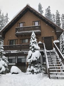 Welcome to the Snowflake Chalet
