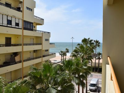 Photo for Fantastic 1 bedroom seafront holiday apartment