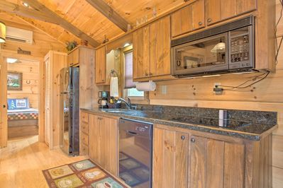 You'll enjoy a well-equipped kitchenette as well as complimentary coffee & tea.