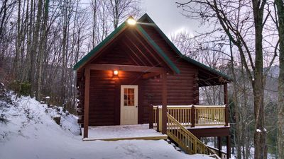 Mountain Mama's located 2 miles from Snowshoe Ski Resort entrance