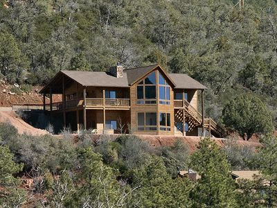 Hillside Cabin With Amazing Views!