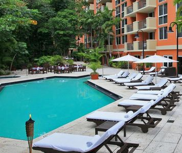 Photo for FANTASTIC 1BR SUITE, POOL, SAUNA, CLOSE TO LOCAL ATTRACTIONS