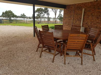 Photo for Plenty of room for families or groups, close to The Bend Motorsport Park