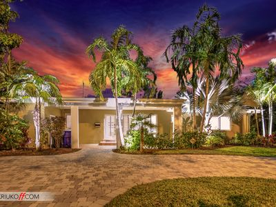 Wilton Manors - Two Bedroom, Two Bath, Private Back Yard w/Pool.