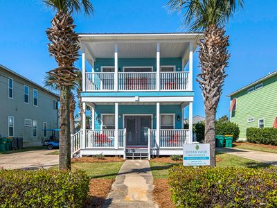 Photo for 1/2 Block to Beach, New Furniture, 3 Masters, Heated Pool, Golf Cart