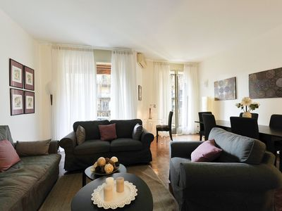 Photo for Elegant 3bdr 120mq in the heart of Milan!