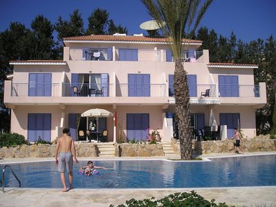 3-bedroom poolside villa in Kato Paphos, Cyprus with roof terrace and free Wi-Fi