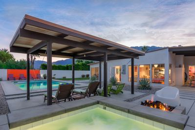 Elevated hot tub & gas fire pit