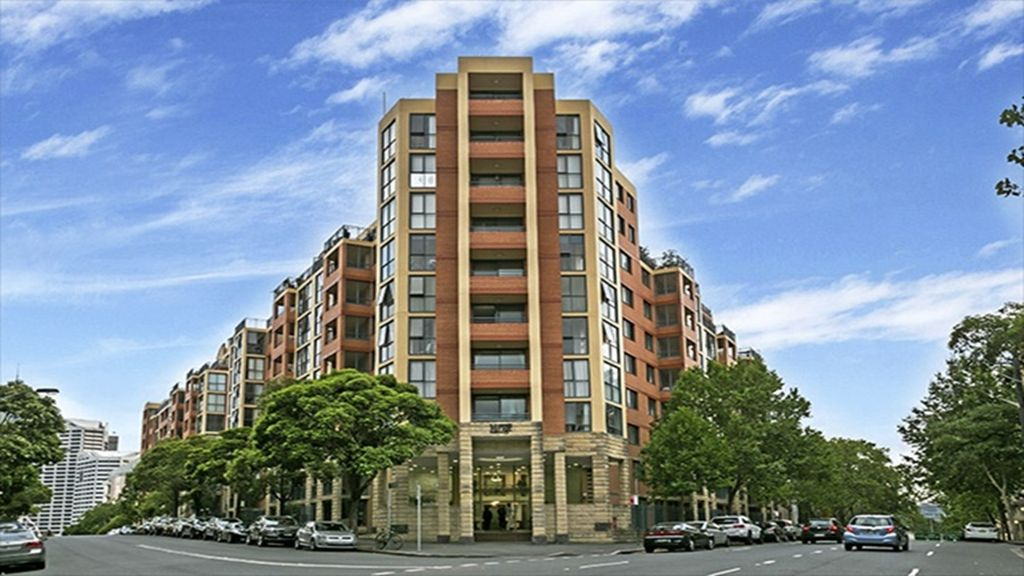 Modern & Close to Darling Harbour w/Parking MIR03