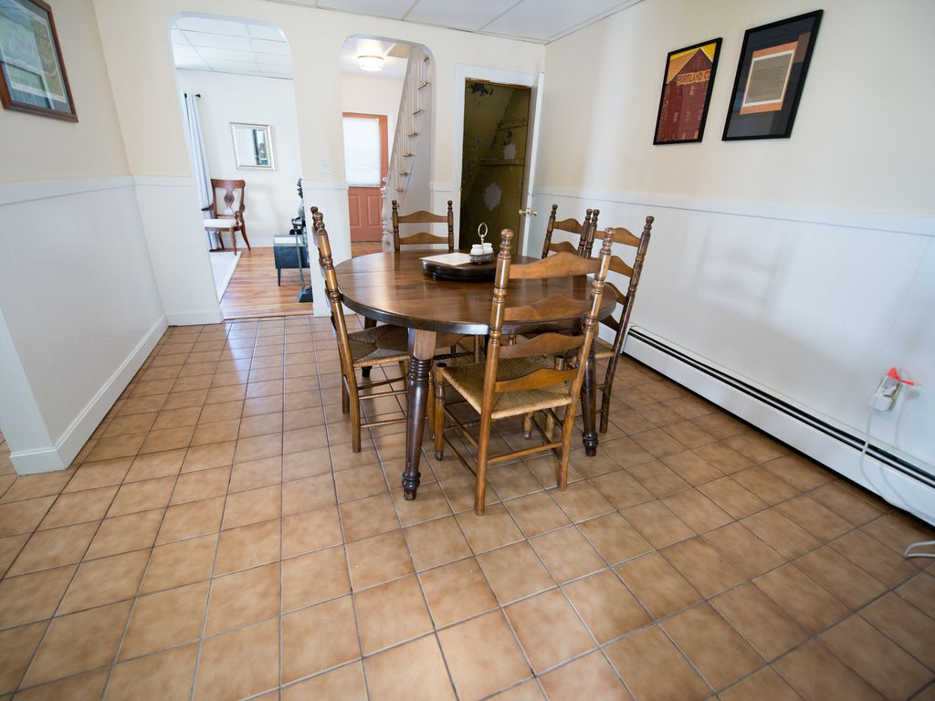 1200 sq ft ♦ West End Townhouse ♦ Perfect Location