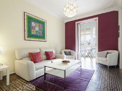 Photo for Rambla Paris  apartment in Eixample Esquerra with WiFi, air conditioning, balcony & lift.