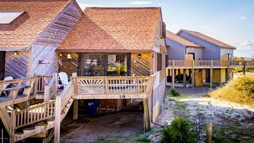 **'SANDS  OF TIME' - Family owned, pet friendly, EASY beach access!**