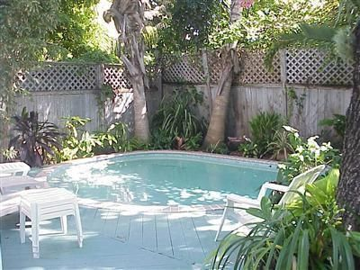 Key West Hideaway. Pool, Hot Tub, Outdoor Dining. Main House + Guest Cottage.