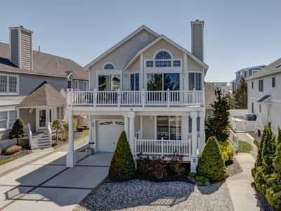 Photo for Beachblock, Avalon-style home located in the north end of Avalon.