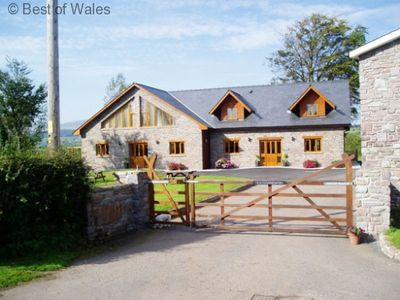 Photo for Luxury Brecon Beacons Cottage with a hot tub.