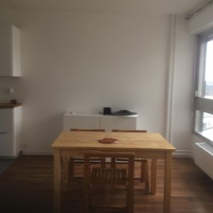 Photo for Studio of 29 m2, fully renovated in 2016, lift, transport nearby