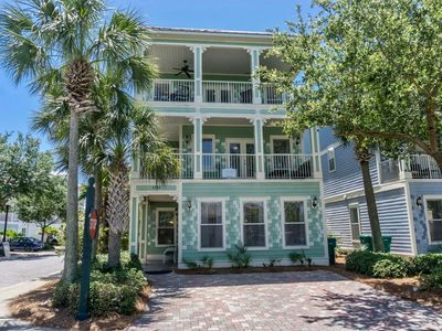 Photo for Hemingway Hideaway~Right in the Heart of Destin! 2.5 blocks to Beach,Walking dis