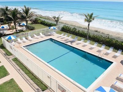 Photo for Beach Condo/ Onsite Restaurant/ Sleeps 6/ Island Beach Resort