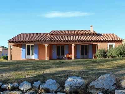 Photo for Spacious villa with shared pool in Pierrevert beside Golf du Luberon.
