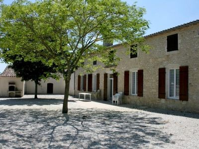 Photo for Gite Civrac-en-Médoc, 4 bedrooms, 8 persons