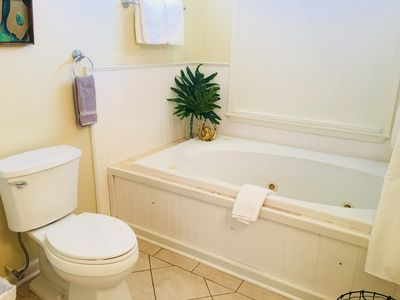 Photo for Cottage on the Avenue, 15 mins from French Quarter