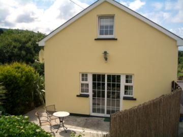 Cottage, with WiFi (EPad available) overlooking Dunmanus Bay and the Sheeps Head Peninsula