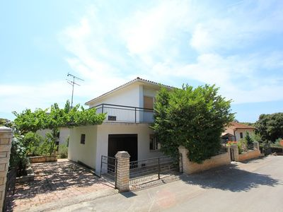 Photo for Holiday house Banjole for 1 - 12 persons with 6 bedrooms - Detached holiday house