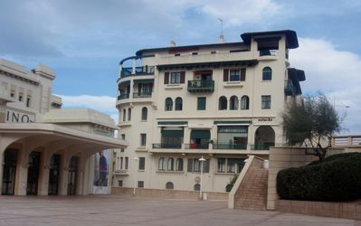 Photo for GRAND T3 (100m2), located in downtown, at 50 m. the SEA, with wi-fi