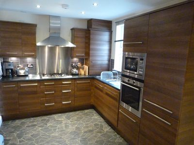 Well equipped kitchen with five burner gas hob