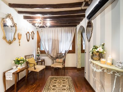 Photo for Ca 'Ponte Vecchio, Rialto - elegant apartment in the heart of Venez