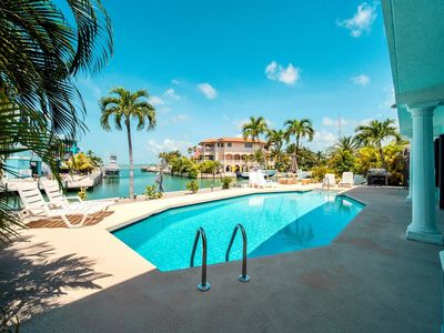 Photo for Deep-water boating and a large pool near open water on Summerland Key