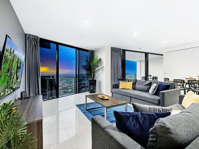 Photo for Circle on Cavill - 3 Bedroom Sub Penthouse Spa - 3 Night - 1453 - High floor unit with ocean and city views