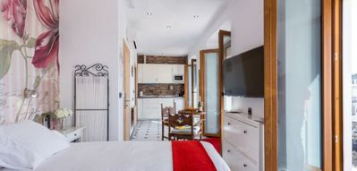 Photo for Deluxe double room with kitchen and three balconies to the Plaza free wifi!