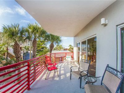 Photo for Luxury Large updated Unit w/ Balcony - Pool & Hot Tub - Free Wifi