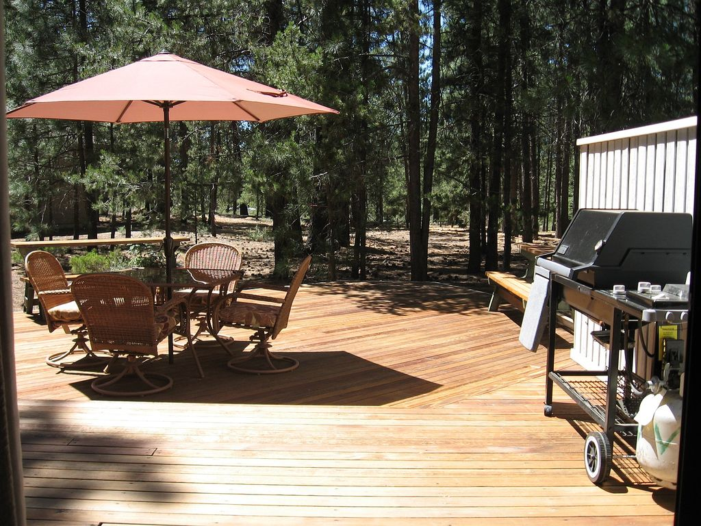 This home is great for the outdoor family, great deck and lots of bikes to enjoy