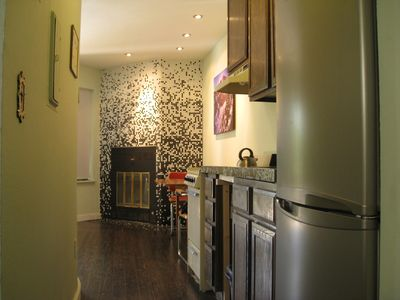 Photo for Clean, modern Pearl St. apartment. Great location.