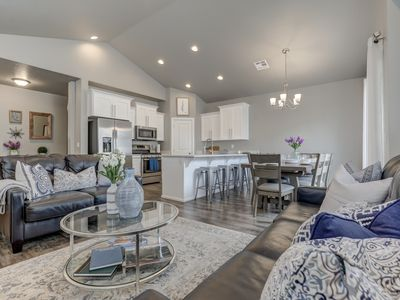Photo for Luxury 3BD suite townhome close to Zion - easily sleeps 10