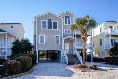Livin A Dream Beautiful And Beachy 4 Bedroom 3 1 2 Bath Home With Access To Private Day Dock And Easy Beach Access Holden Beach