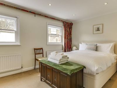 Photo for Charming 3bed mews house w/garage 7 mins to Oval