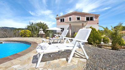 Photo for 5 bedroom Villa, sleeps 10 with Pool, WiFi and Walk to Shops